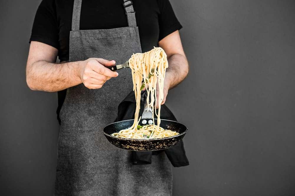 Makaron ze szparagami, mascarpone i pancettą