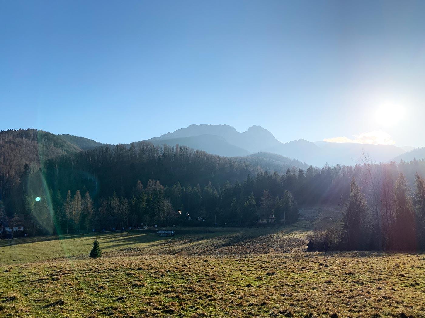 Widok na Giewont z wlotu Doliny Strążyskiej