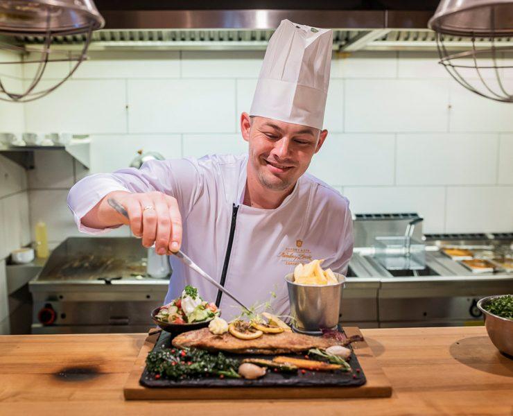 Restauracja-Regionalna-w-Nosalowy-Dwór-Resort&-SPA-świętuje-20-lecie