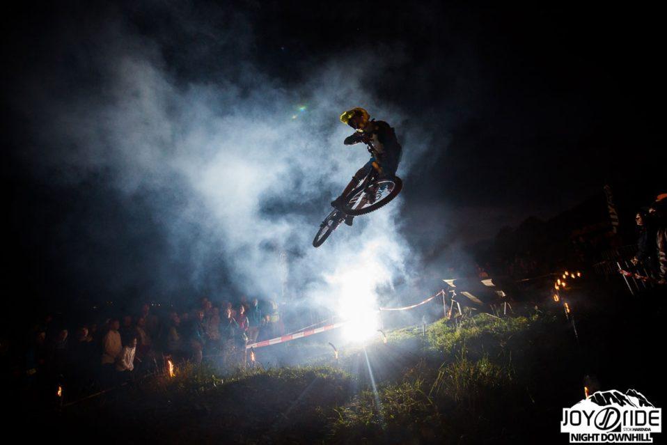 Video relacja z ekstremalnej imprezy rowerowej Joy Ride Night Downhill